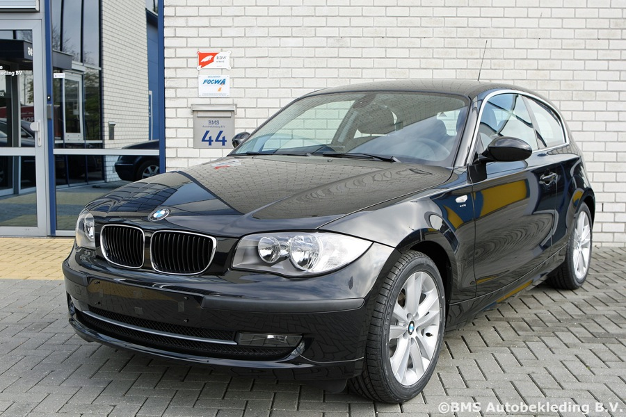 bmw 1 serie 2009 nappa zwart met croco print tailor made bms autobekleding. Black Bedroom Furniture Sets. Home Design Ideas